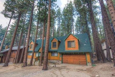 Classic Tahoe home 1 block from Heavenly Valley - HCH0847 - Image 1 - South Lake Tahoe - rentals