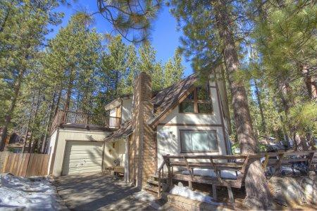 Great value chalet in the woods, 15min from skiing - COH1074 - Image 1 - South Lake Tahoe - rentals