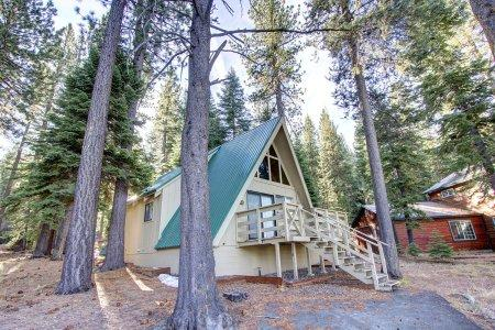 Rustic 3BR chalet w/ views of mountains - COH0653 - Image 1 - South Lake Tahoe - rentals