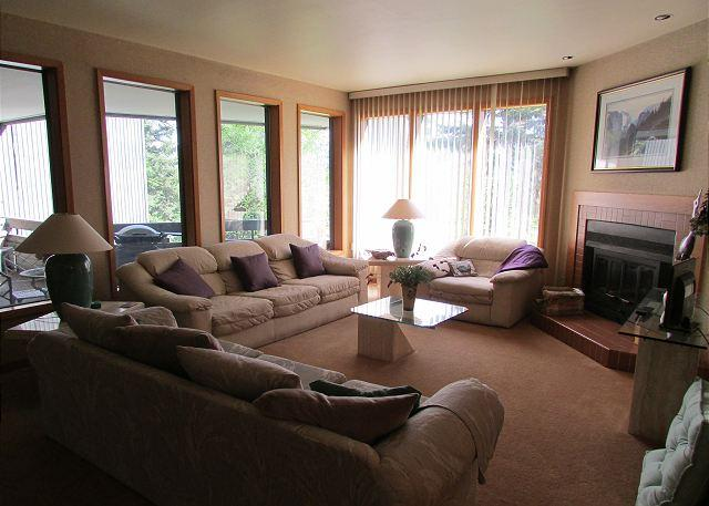 Villa Bernadette is a Spacious Fairway Condo on the Golf Course - Image 1 - McCall - rentals
