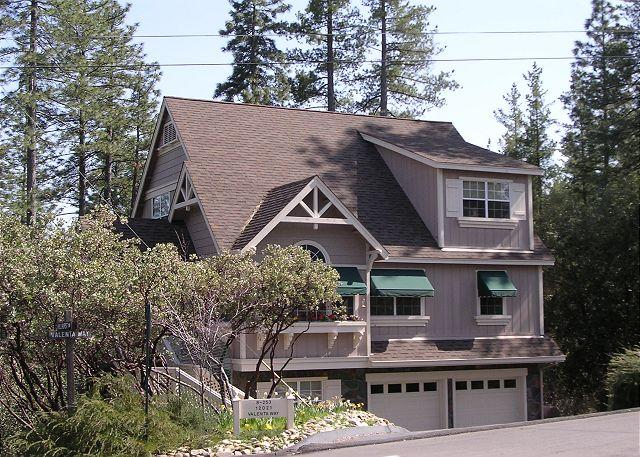 The Great Escape-Fun for All. Full of amenities/pool,pingpong,cardtable,Wifi. - Image 1 - Groveland - rentals