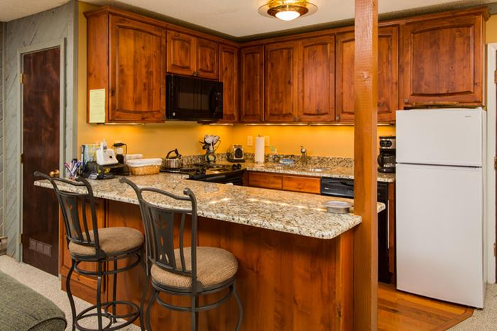 Renovated Kitchen & Fully Equipped - Storm Meadows I: Ski-in. Washer/Dryer in unit. - Steamboat Springs - rentals