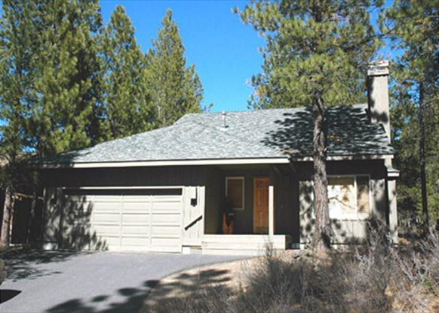 View Of Queen/Bunk Bedroom On Left Of Stairs - Inviting Sunriver Home with Natural Landscaping and A/C Near Shopping - Sunriver - rentals