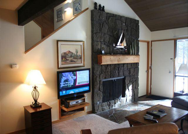 Golfer's Sunriver Condo with Flat Screen TV and A/C On the Golf Course - Image 1 - Sunriver - rentals