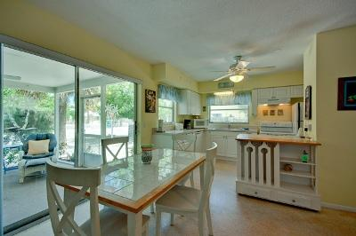 Dining area - Mangrove Cottage-105 Mangrove - Anna Maria - rentals
