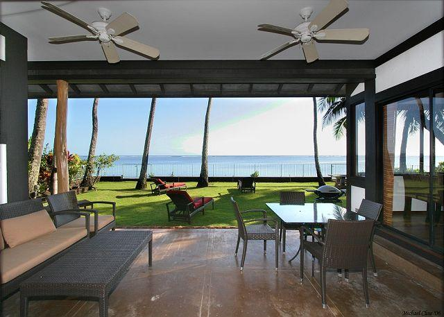 covered patio has expansive ocean views and plenty of seating - Contemporary, Chic, Beachfront home in Honolulu location | Last Minute $395! - Honolulu - rentals