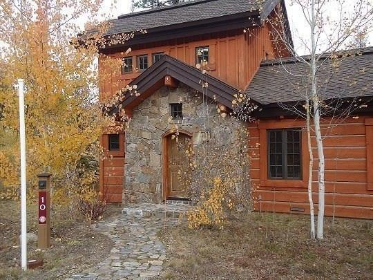 Sunny Location, easy walking distance to Lodge and 1st Tee of golf course - Rock Creek Cottage 10 - Two Bedroom, 2.5 Bath Cottage. Sleeps 6-7. Pet Friendly and WIFI. - Tamarack Resort - rentals