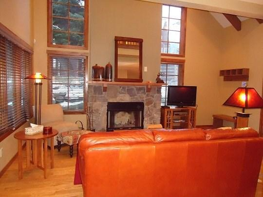 Warm up to a wood burning fireplace after a day of skiing - Goldenbench 7 One Bedroom, Two Bath Townhome. Sleeps 4. WIFI. Pet Friendly. - Tamarack Resort - rentals