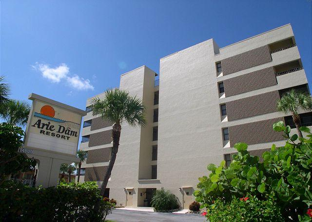 Arie Dam  402 - Nicely renovated Gulf Front condo with pool & spa! - Image 1 - Madeira Beach - rentals