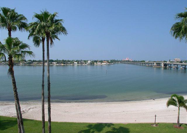 Bahia VIsta 8-414 Perfect Vacation Condo with double balcony & sunset views! - Image 1 - Saint Petersburg - rentals