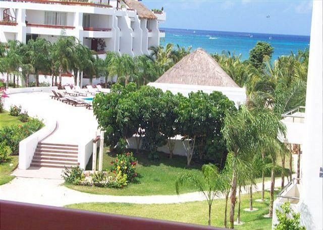 Romantic 1BR Oceanview. Private Bath on Balcony. King  Bed. Satellite TV - Image 1 - Cozumel - rentals