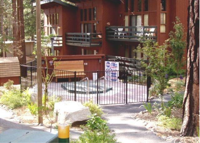 Tahoe, Concept Sierra community hot tub - 2BR/2BA Condo across from Heavenly's California Lodge - walk to the lifts! - South Lake Tahoe - rentals