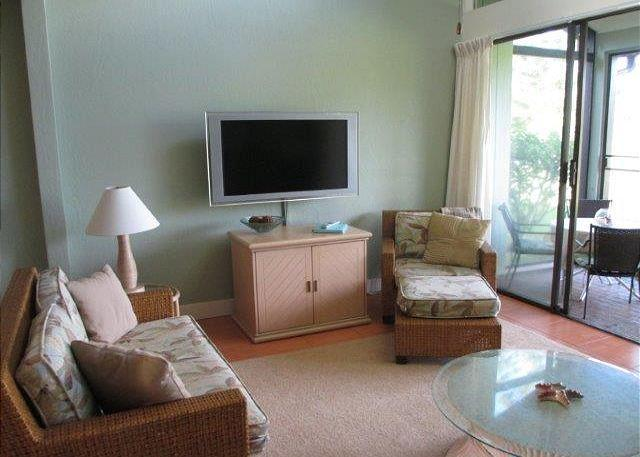 Living Room - Wicked Wahine *** Available for 30 night rentals - please call. - Kahuku - rentals