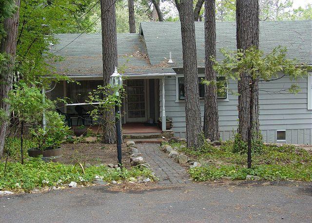 Exterior 1 - Darling vintage cabin- full kitchen, deck, BBQ, handicap access - Twain Harte - rentals