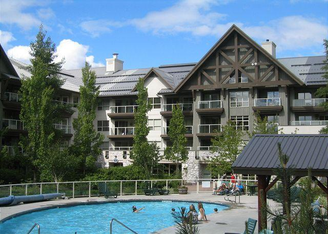 Ski in, ski out 1 bd condo on Blackcomb with hot tubs and pool, free internet - Image 1 - Whistler - rentals