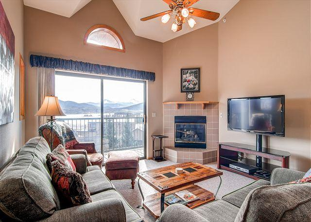 Lake Forest Condo Living Room Frisco Lodging Vacation Rentals - Lake Forest Penthouse Condo Frisco Colorado Vacation Rentals - Frisco - rentals