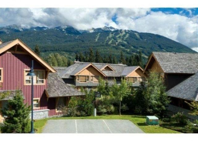4 bdm, 3.5 bath, luxury townhouse, private hot tub, free internet, parking - Image 1 - Whistler - rentals