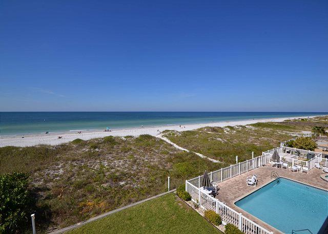 Oceanside 302 Deluxe Gulf front - pool, spa, BBQ , wifi, 3 flat screen TV's - Image 1 - Indian Rocks Beach - rentals