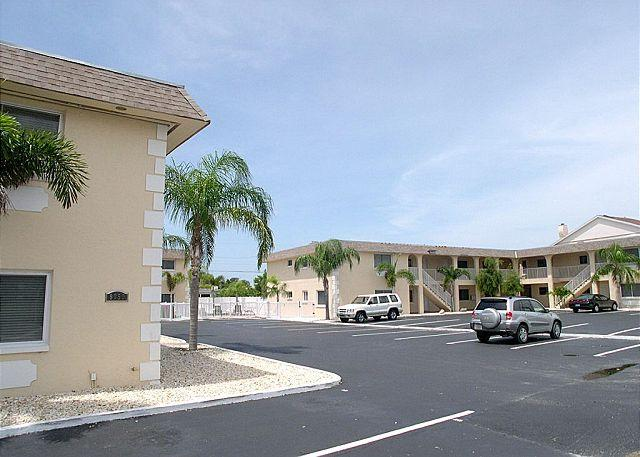 Parkside 9 - Updated St Pete Beach condo with pool - quick walk to the Gulf! - Image 1 - Saint Pete Beach - rentals