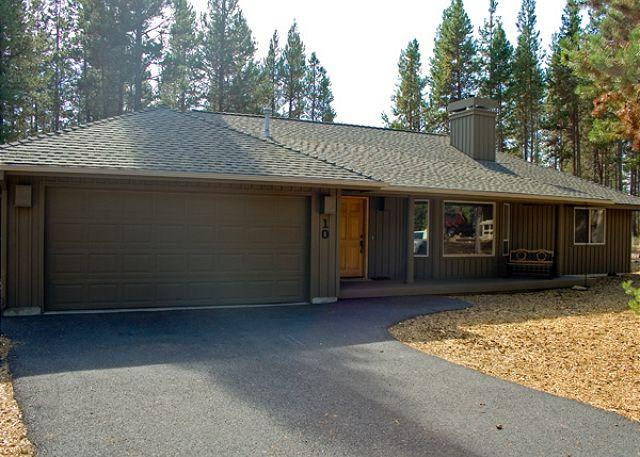 Popular Sunriver Home with Hot Tub and Flat Screen TV Near North Store - Image 1 - Sunriver - rentals