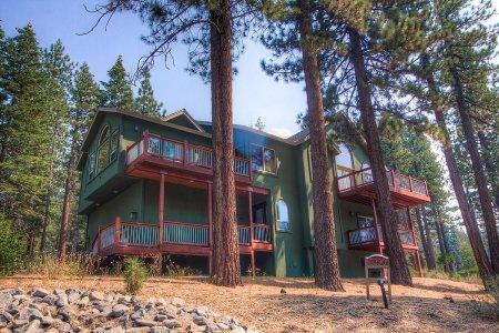 Unbelievable Vacation Rental, 1mile TO Heavenly Ski - HCH1290 - Image 1 - South Lake Tahoe - rentals