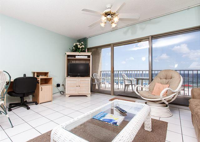 The living room offers a beautiful direct beachfront view of the - ETW 2004:RIGHT ON BEACH!FREE BCH SVC,golf,dvd rentals,2 hdtv's - Fort Walton Beach - rentals