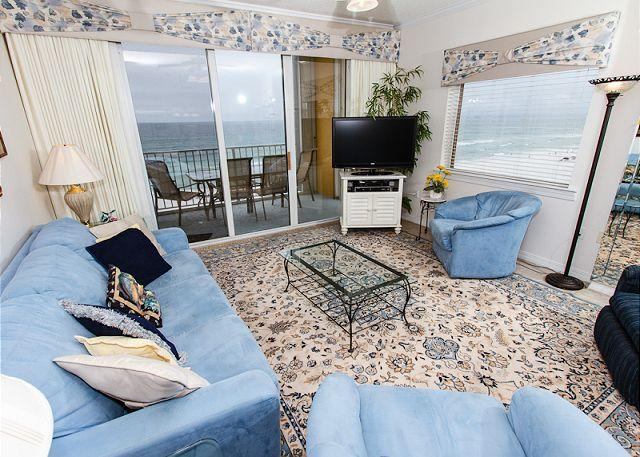 Living Room - GD 617: Phenomenal end unit! LCD TV with Blu Ray, parking,WIFI, FREE BCH SERV - Fort Walton Beach - rentals