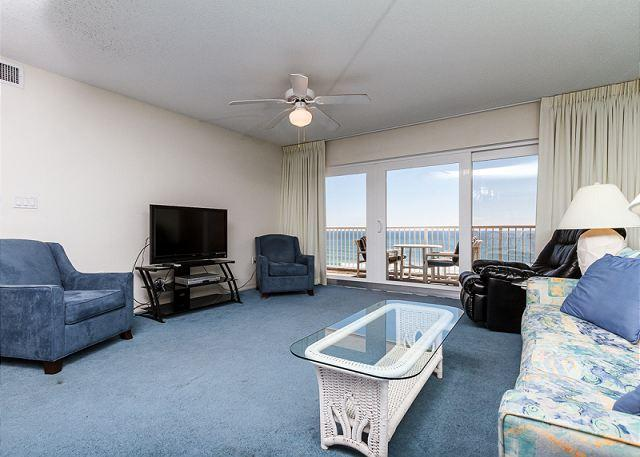 Whether watching TV or just relaxing, you can still enjoy this b - Condo #7010: Great condo! WiFi,gulf front,full kitchen,balcony,FREE BCH SVC - Fort Walton Beach - rentals
