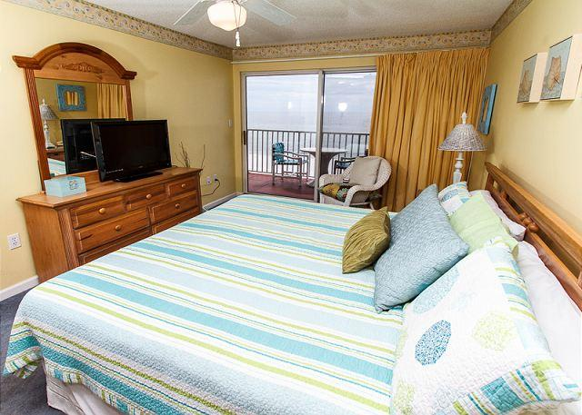 Revel in the beauty of the Emerald Coast, release your stress wi - TP 405:FANTASTIC CORNER CONDO-BEACHFRONT,FREE BEACH SERVICE, LOTS OF UPDATES! - Fort Walton Beach - rentals