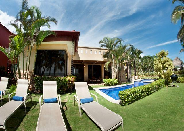 Pool area with grill and lounge chairs - Beachfront Luxury Villa & Guesthouse, Hermosa Palms top of class, sleeps 4-10 - Playa Hermosa - rentals