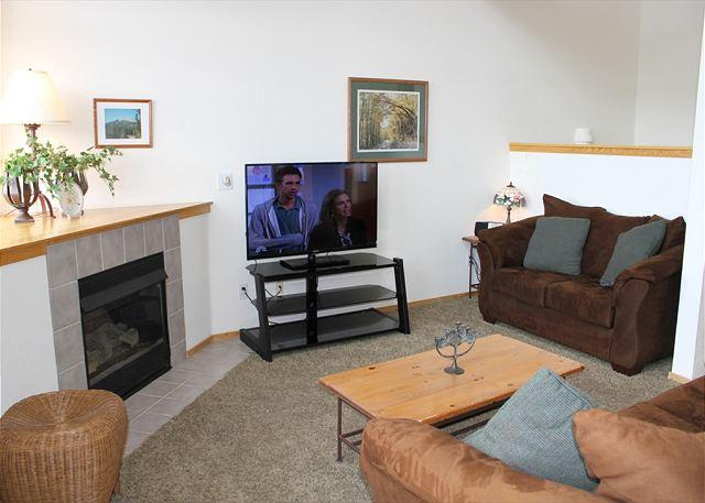 FP31E Super Townhome w/Wifi, Pet Friendly, Fireplace, Garage, Private Hot Tub - Image 1 - Silverthorne - rentals