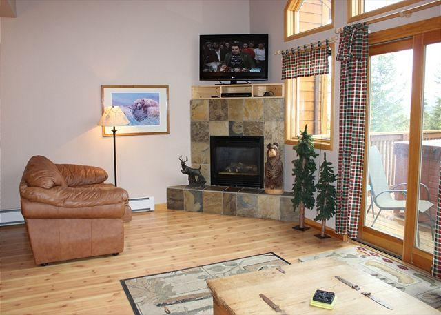 HS9062 Great Triplex w/Fireplace, Garage, Wifi, Private Hot Tub - Image 1 - Silverthorne - rentals