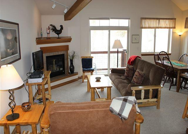 RB6D Inviting Condo w/Fireplace, Common Hot Tub, Private Laundry - Image 1 - Silverthorne - rentals