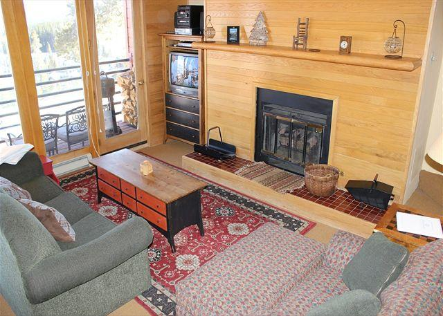 TR423 Inviting Condo w/Wifi, Clubhouse, Mountain Views, Fireplace - Image 1 - Silverthorne - rentals