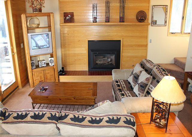 TR429 Nice Condo w/Wifi, Clubhouse, Mountain Views, Fireplace - Image 1 - Silverthorne - rentals