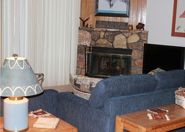 BV104DD Nice Condo w/ Elevator, King Bed, Wifi, Fireplace, Clubhouse - Image 1 - Silverthorne - rentals