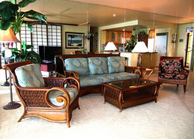Living Room - B504 Hololani Oceanfront Resort - Lahaina - rentals