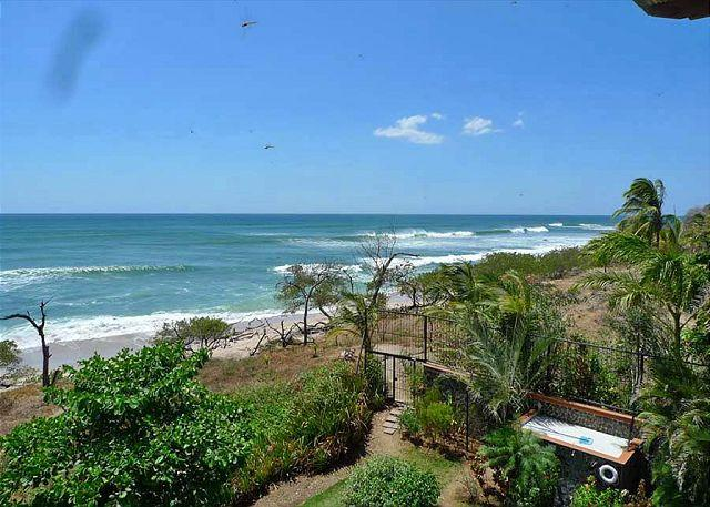 View - Fabulous 3rd floor penthouse- ocean views, kitchen, a/c, beachfront pool - Tamarindo - rentals
