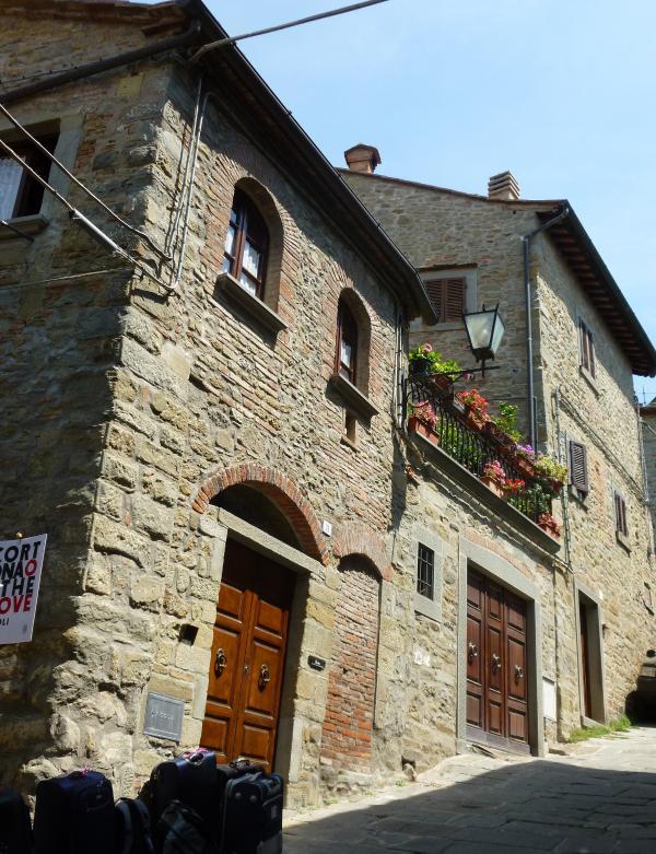 Apartment Overlooking the Rooftops of the Ancient Town of Cortona - Casa Berrettini - Image 1 - Cortona - rentals