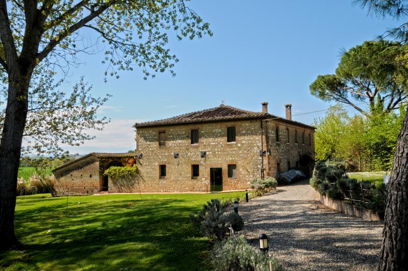 Charming Tuscany Farmhouse Walking Distance to town - Casa dei venti - Image 1 - Monteroni d'Arbia - rentals
