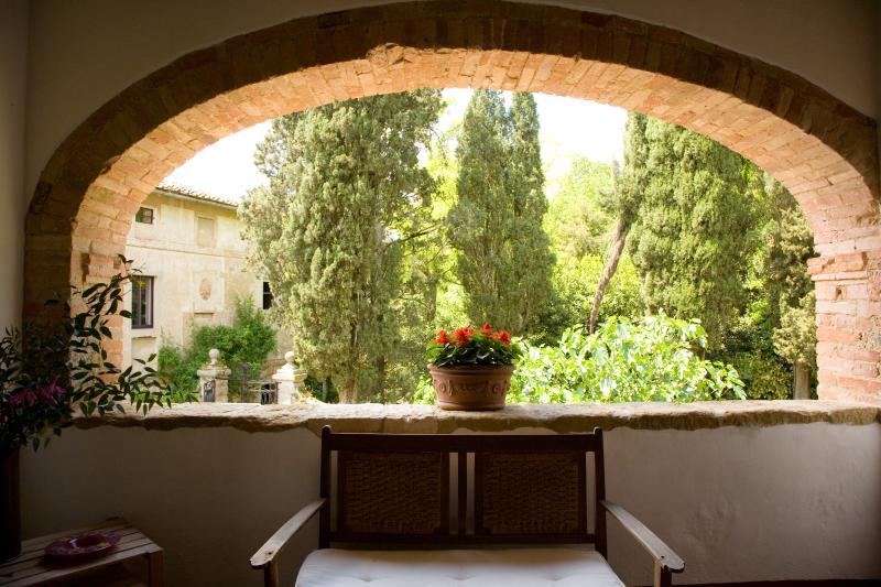 Large Estate with Historic Villa and Two Farmhouses for a Large Group  - Monteriggioni Estate - Image 1 - Monteriggioni - rentals
