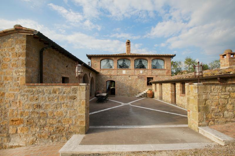 Villa in Southern Tuscany with Privacy and Views - Villa Altare - Image 1 - Pienza - rentals