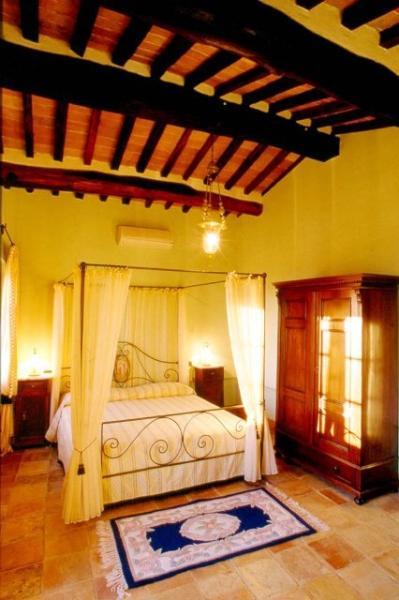 Beautiful Villa in Tuscany Close to Cortona - Villa Fontana - Image 1 - Tuoro sul Trasimeno - rentals