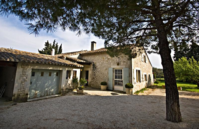 Villa Francine, Beautiful 4 Bedroom Provence Home with Sauna and Pool - Image 1 - Les Baux de Provence - rentals