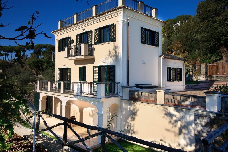 Villa Rental in Campania, Sant'Agata sui due Golfi - Villa I Limoni - Image 1 - Sant'Agata sui Due Golfi - rentals