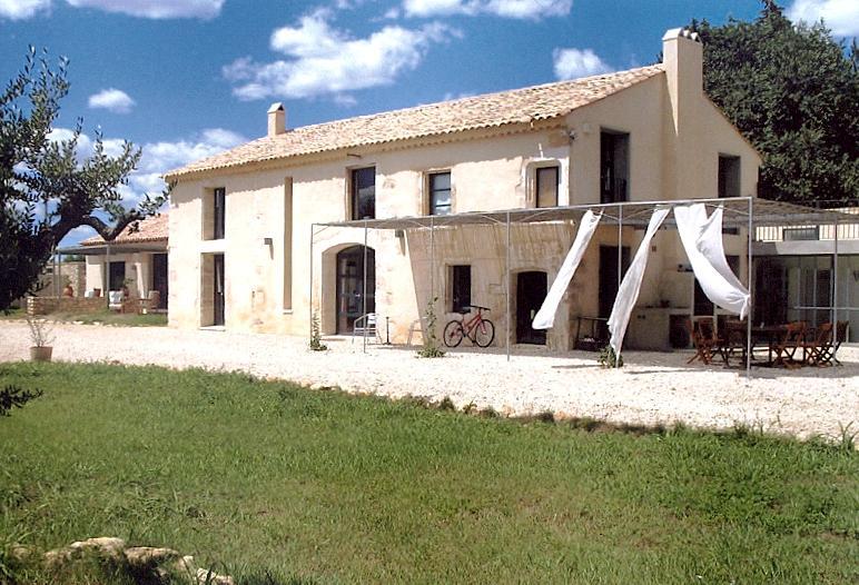 Holiday Rental near Avignon - Villa Victoire - Image 1 - Montfrin - rentals