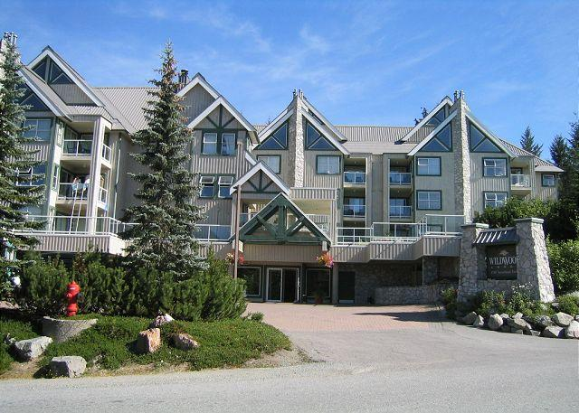 Cozy unit with firplace, nice big hot tub in complex, free parking & wifi - Image 1 - Whistler - rentals