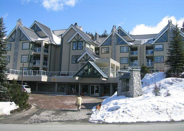 Property entrance - Beautifuly upgraded end unit, big hot tub in Wildwood,free parking/internet - Whistler - rentals