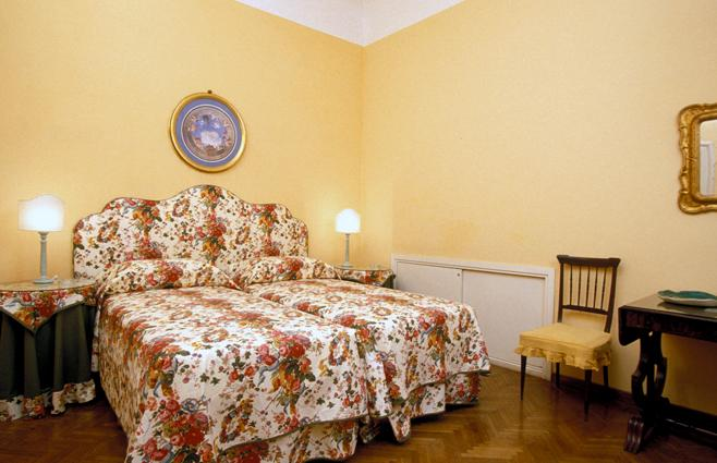 Florence Vacation Accommodation - Piazza Santa Croce - Donatello - Image 1 - Florence - rentals