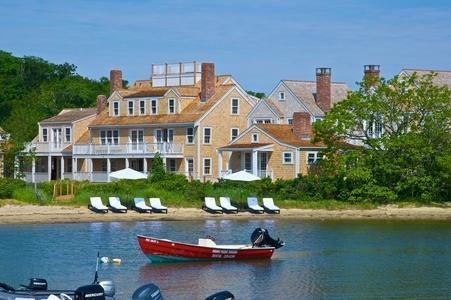 3 Bedroom 2 Bathroom Vacation Rental in Nantucket that sleeps 6 -(3444) - Image 1 - Nantucket - rentals